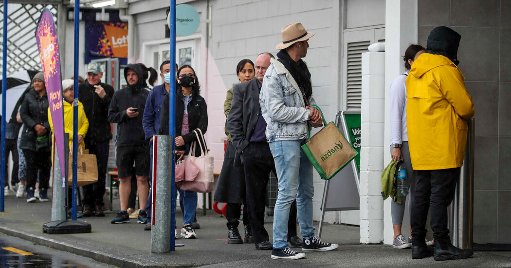 New Zealand is to begin a three-day lockdown after a single case is reported.